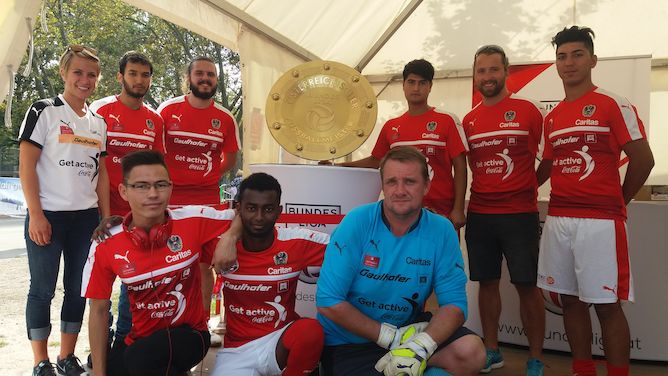 Das Homeless World Cup-Team beim Tag des Sports