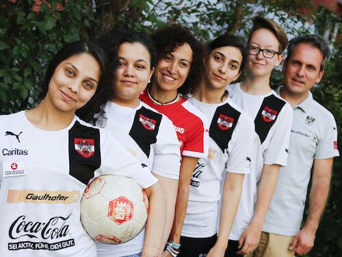Das Damen-Team 2016 mit Trainerin Maria Santos und Teammanager Thomas Jäger